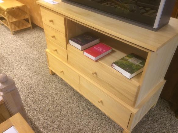 Böcker och akvarium får stanna kvar hos Myrorna