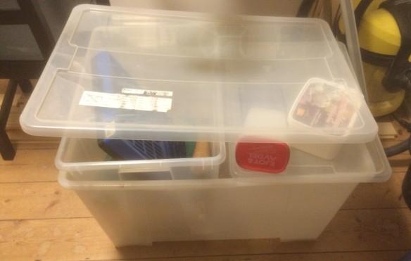 Numera tom plastback. Självklart behöver man alla skruvar muttrar och mojänger som tidigare förvarades i lådan!